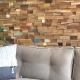 Wandvertäfelungen hinter der Couch